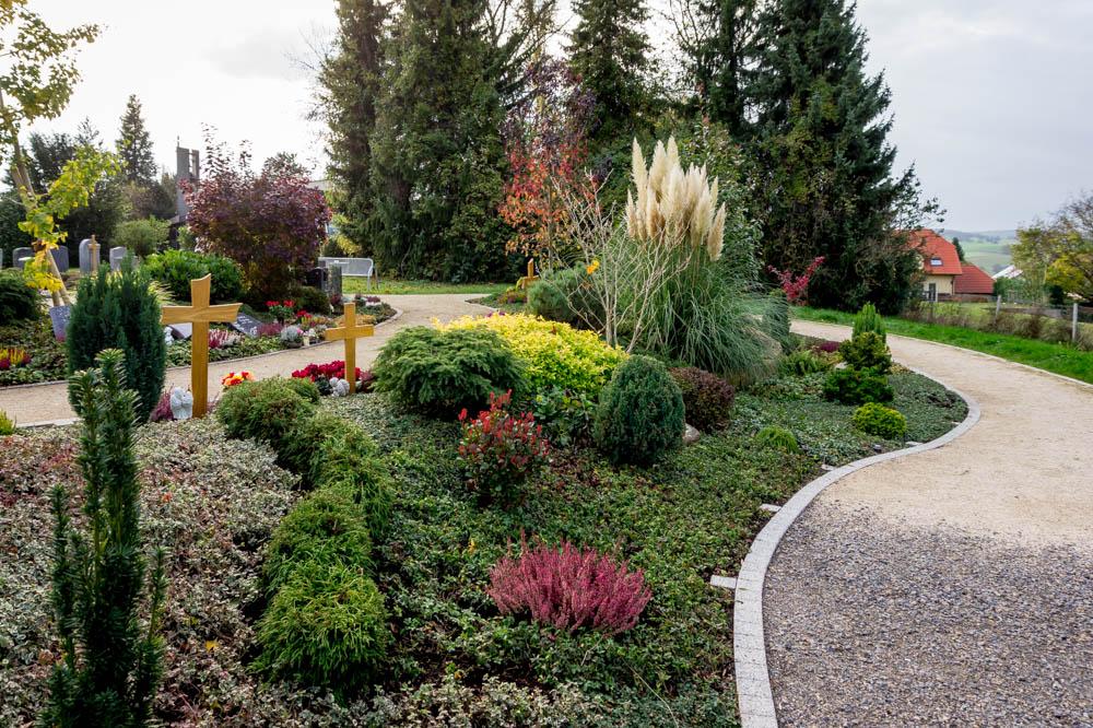 Grabfelder mit individuellem Grabstein